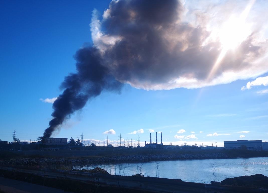 Explosión e incendio en la refinería más grande de Canadá
