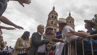 AMLO atiende peticiones de indígenas en Durango