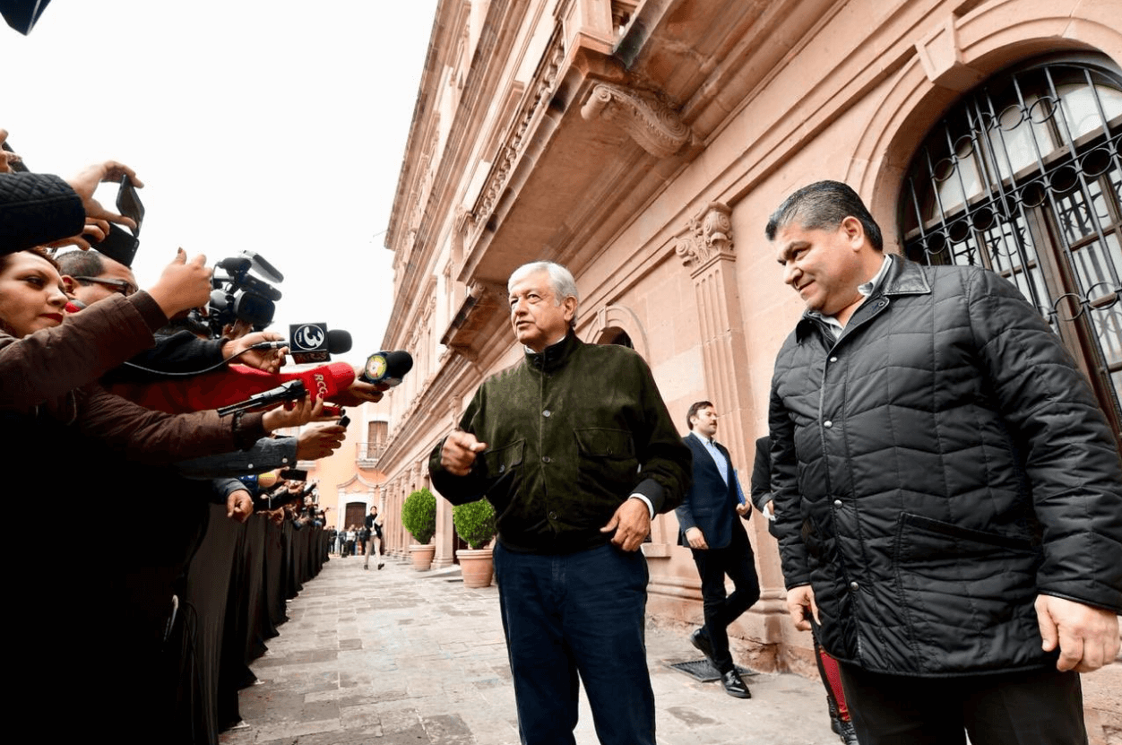 Promete AMLO solicitar extradición de César Duarte