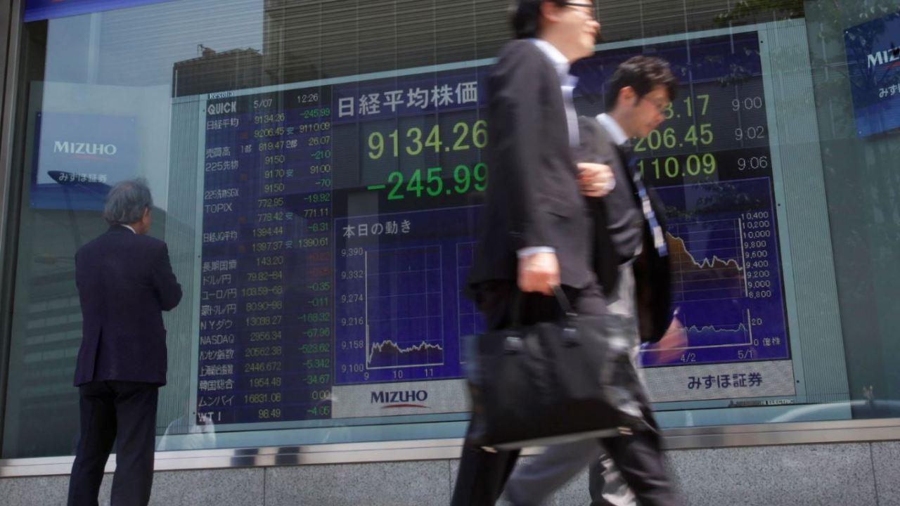 Bolsa de Tokio cierra a la baja, cae sector automotriz