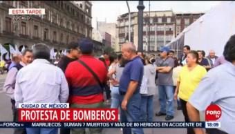 Bomberos protestan en el Zócalo de la CDMX