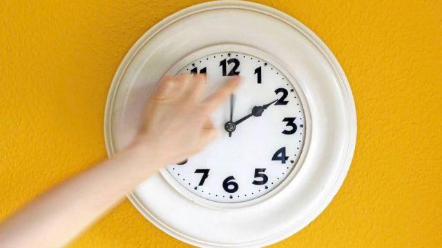 inicia horario de invierno atrasa tu reloj una hora