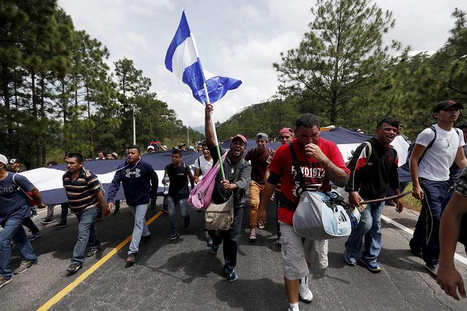 Cientos de hondureños inician otra caravana hacia EU