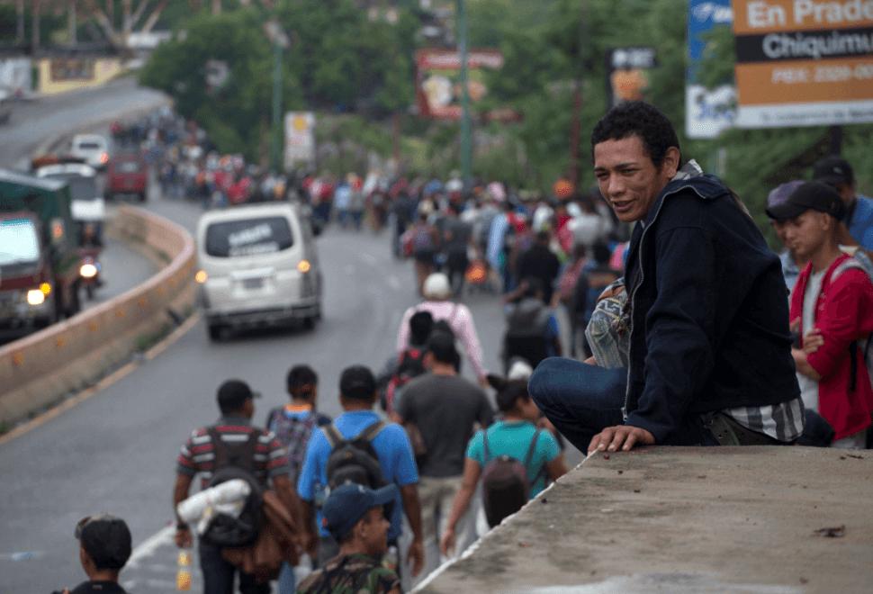 Caravana migrante a su paso por Guatemala. (AP)