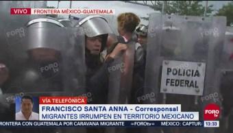 Caravana migrante intenta romper cerco de la Policía Federal en Ciudad Hidalgo