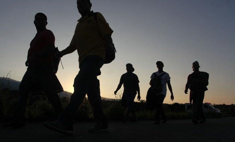 Caravana migrante sale de Mapastepec, se dirige a Pijijiapan