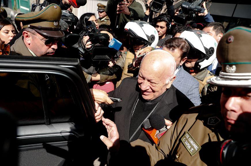 Arzobispo de Santiago acude a Fiscalía por encubrimiento