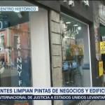 Comerciantes limpian pintas en negocios y edificios