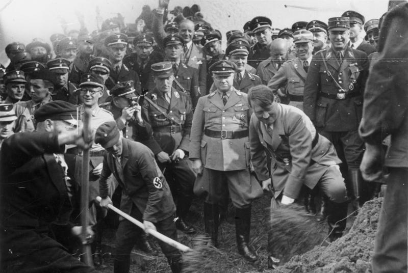 adolfo-hitler-reichautobahn-contenido-capsula-tiempo-nazi-ciudad-polaca