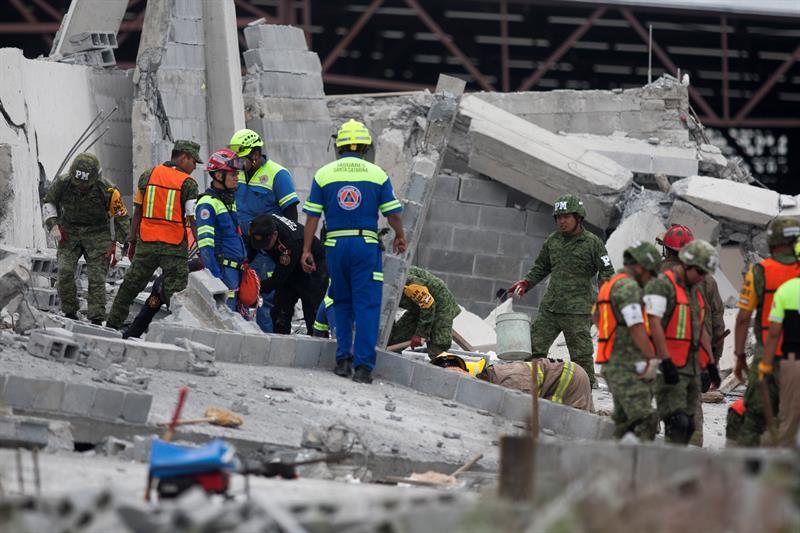 continua busqueda trabajador desaparecido derrumbe en monterrey