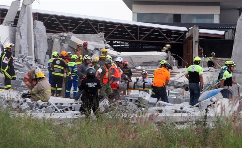 Derrumbe en construcción de Monterrey deja siete muertos