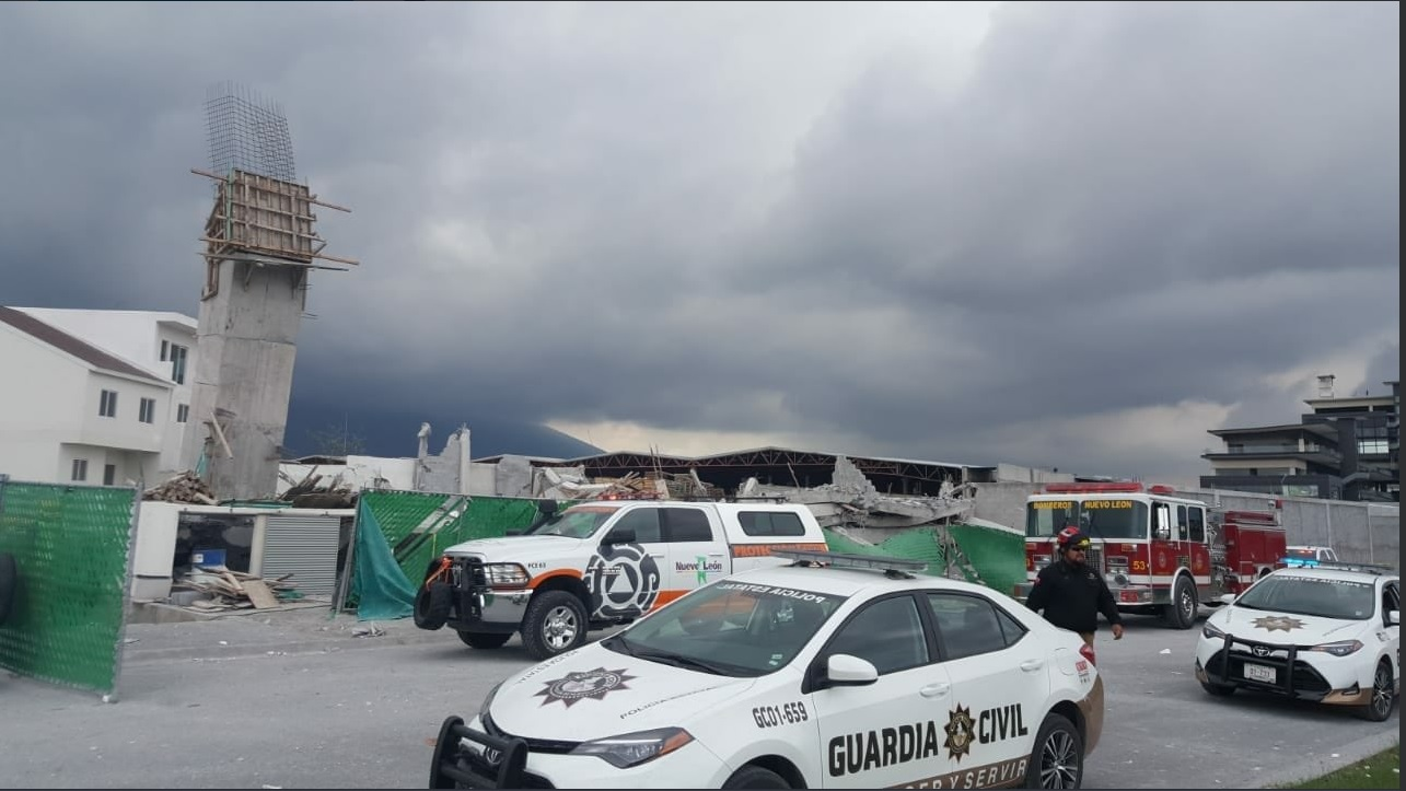 Derrumbe sepulta a 10 personas en Monterrey