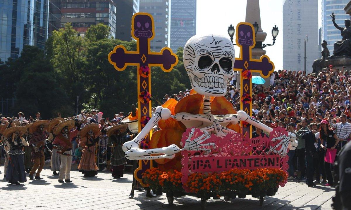 Presencian 2 millones desfile de Día de Muertos en CDMX