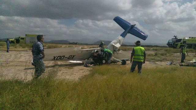 Se desploma avioneta en La Paz, BCS; hay un muerto