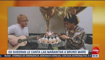 Ed Sheeran canta las mañanitas para Bruno Mars