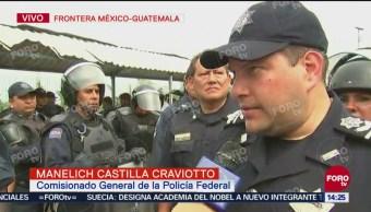 Elementos de la Policía Federal piden calma a caravana migrante