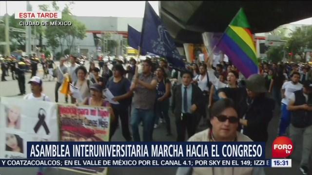 Estudiantes marchan hacia la Cámara de Diputados