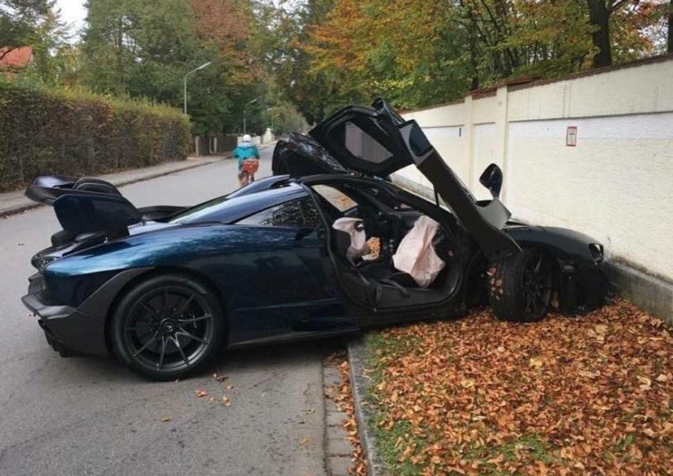 Foto publicada por el usuario de Instagram Josh Snowhorn (Instagram @joshsnowhorn) del mismo auto, pero después de estrellarse contra una pared (Instagram)