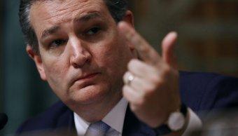 Hospitalizan a dos por polvo blanco en oficina de Ted Cruz