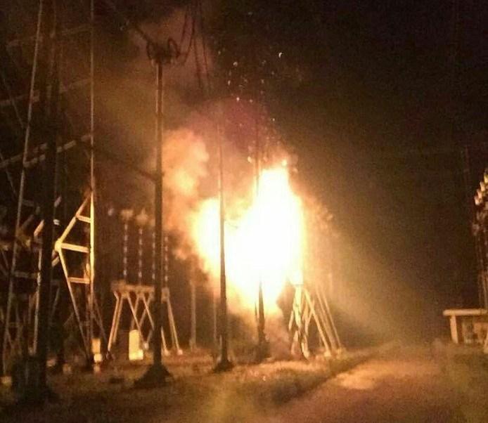 Explosión en planta eléctrica deja a oscuras a buena parte de Venezuela