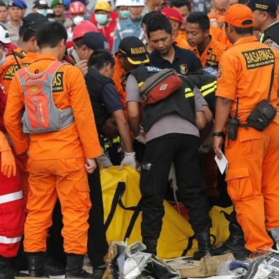 Encuentran las cajas negras del avión de Lion Air accidentado en Indonesia