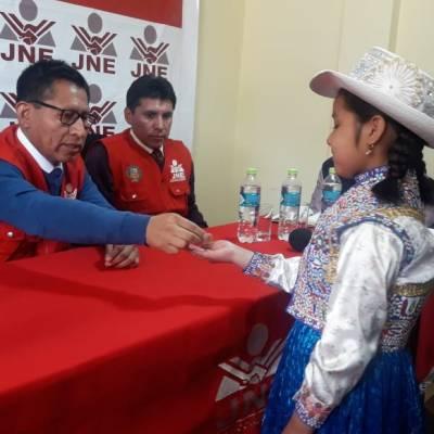 Con una moneda al aire deciden la elección de alcalde en comunidad de Perú
