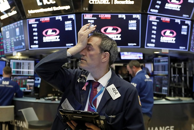 Wall Street sigue con pérdidas y el Dow Jones desciende
