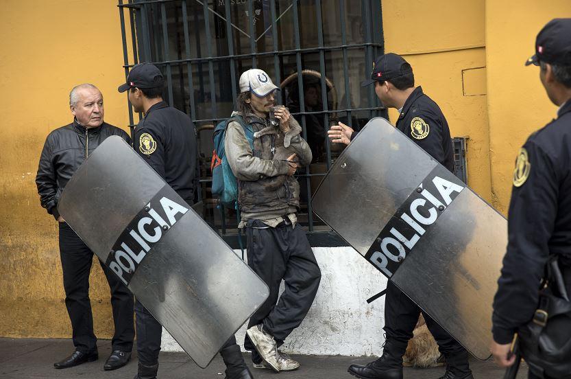 Policía de Perú rodea la casa de Fujimori tras anulación