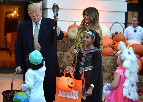 Trump busca acabar con ciudadanía por nacimiento de indocumentados