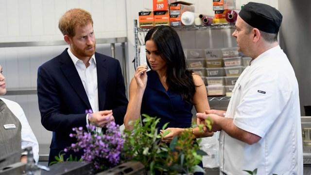 Príncipe Harry y Meghan prueban ingredientes nativos de Australia