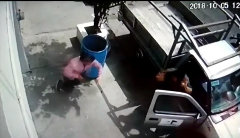 Hombres armados roban nómina de empresa en Monterrey