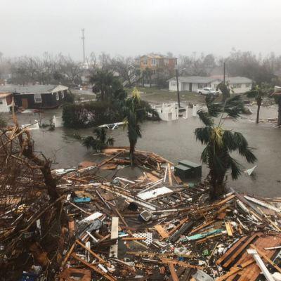 Poblado Mexico Beach es devastado por huracán 'Michael' que baja a categoría 3