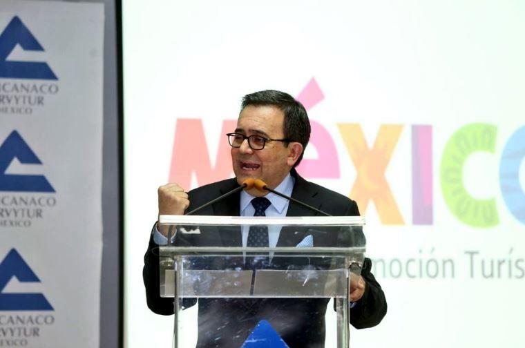 Ildefonso Guajardo habla en el Foro Nacional de Industria Química y Petroquímica, en CDMX (Twitter/@Concanaco)