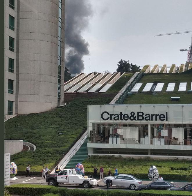 Se incendia depósito de vehículos en la carretera federal México-Toluca