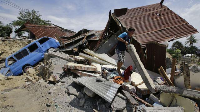 Indonesia rescata a 31 menores atrapados en 2 escuelas