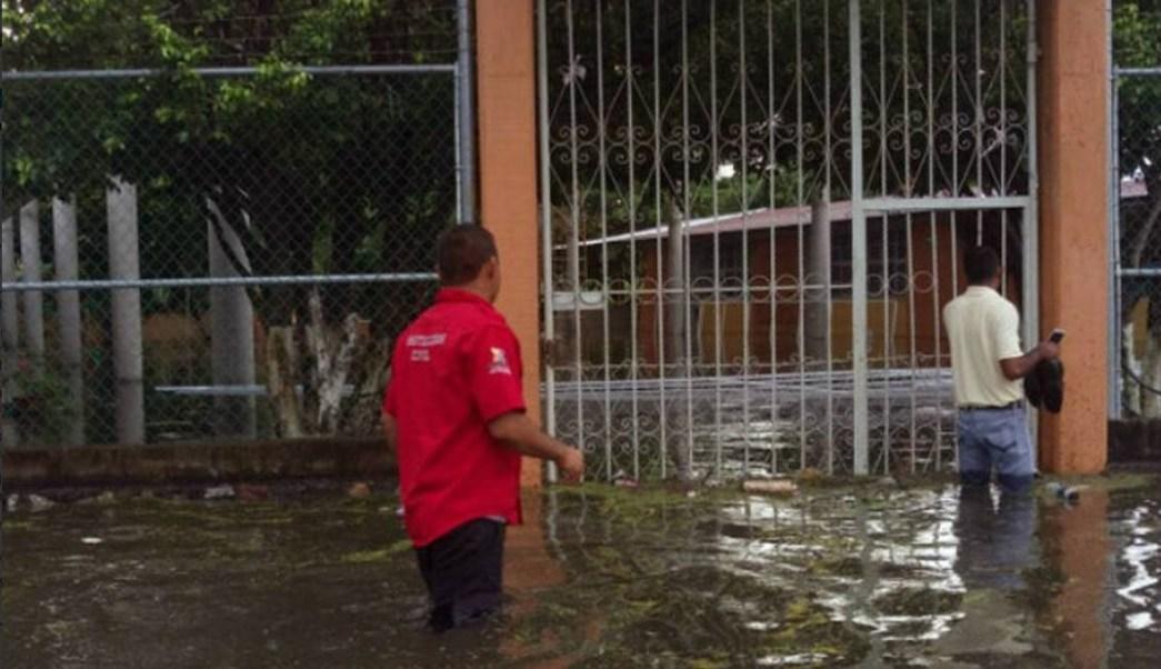 Clima Guerrero; desborda arroyo por lluvias en Atoyac