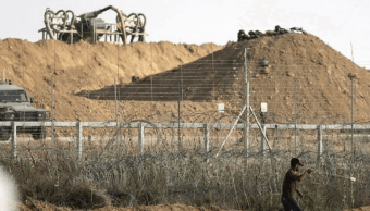 Israel bombardea Gaza, dice que responde a lanzamiento de cohete