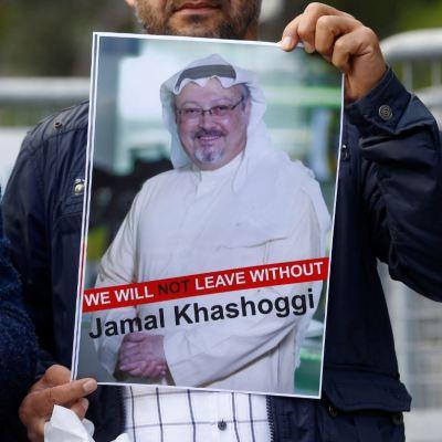 Presunto implicado en caso Khashoggi muere en accidente automovilístico