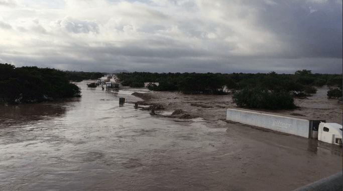 La inundación de caminos en Nayarit ha dejado localidades incomunicadas (Twitter/@RosieTirado)
