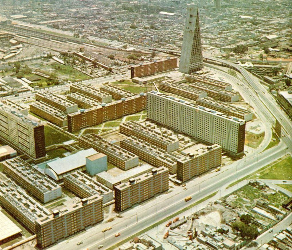 La Unidad Habitacional Nonoalco Tlatelolco, proyectada por Mario Pani y concluida en 1966