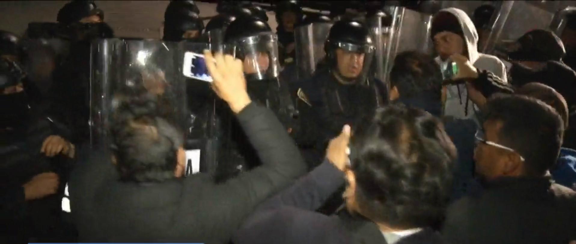 La Villa vuelve a ser escenario de enfrentamientos entre policías y comerciantes