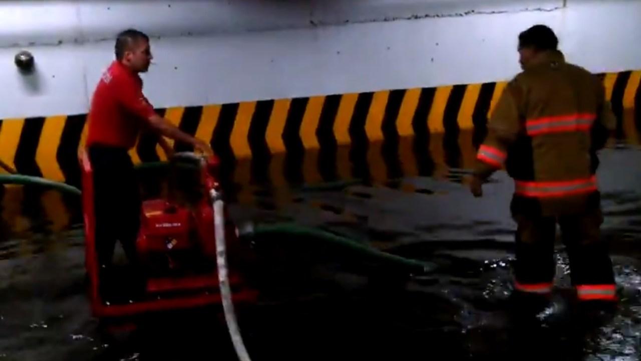 Lluvia en la CDMX inunda estacionamiento de la Cámara de Diputados