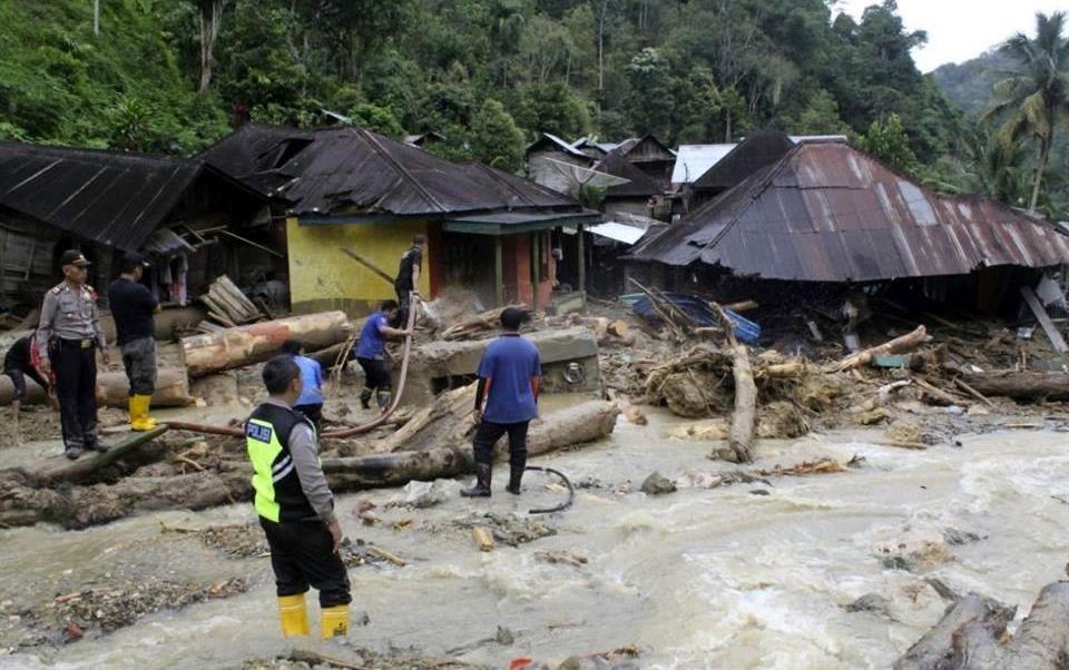Lluvias torrenciales en Indonesia causan 22 muertos