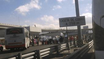Manifestantes afectan circulación en autopista México-Puebla