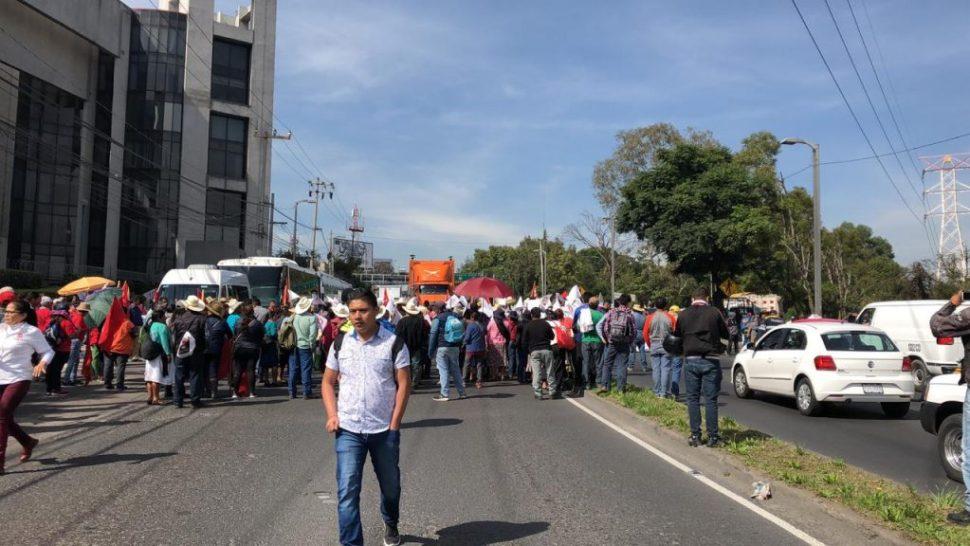 Manifestantes realizan bloqueo en avenida Constituyentes