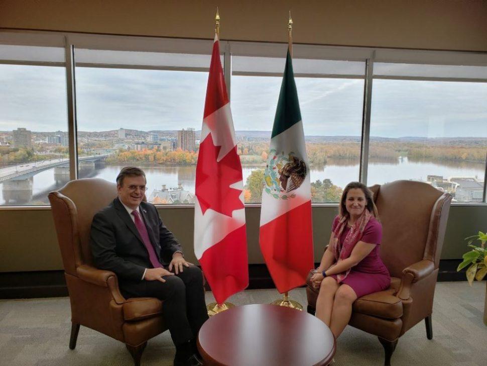 Marcelo Ebrard, secretario designado de Relaciones Exteriores de México, sostuvo un encuentro privado con su par canadiense, Chrystia Freeland (Twitter@r_velascoa)