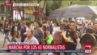 Marcha por normalistas desaparecidos se desarrolla sin incidentes