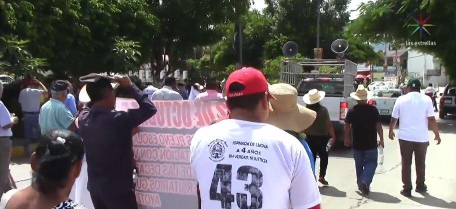 Marchan en Guerrero, Oaxaca y Chiapas por el 50 aniversario