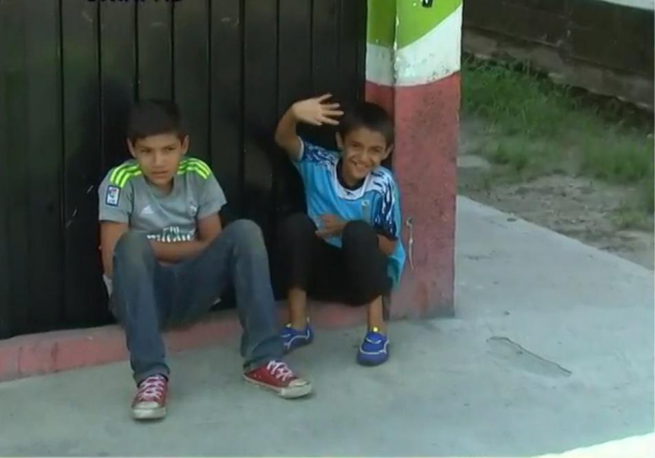 Miembro de caravana migrante encuentra a hijo perdido