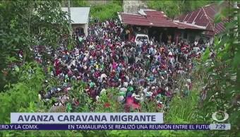 Migrantes centroamericanos viajan en caravana hacia Estados Unidos